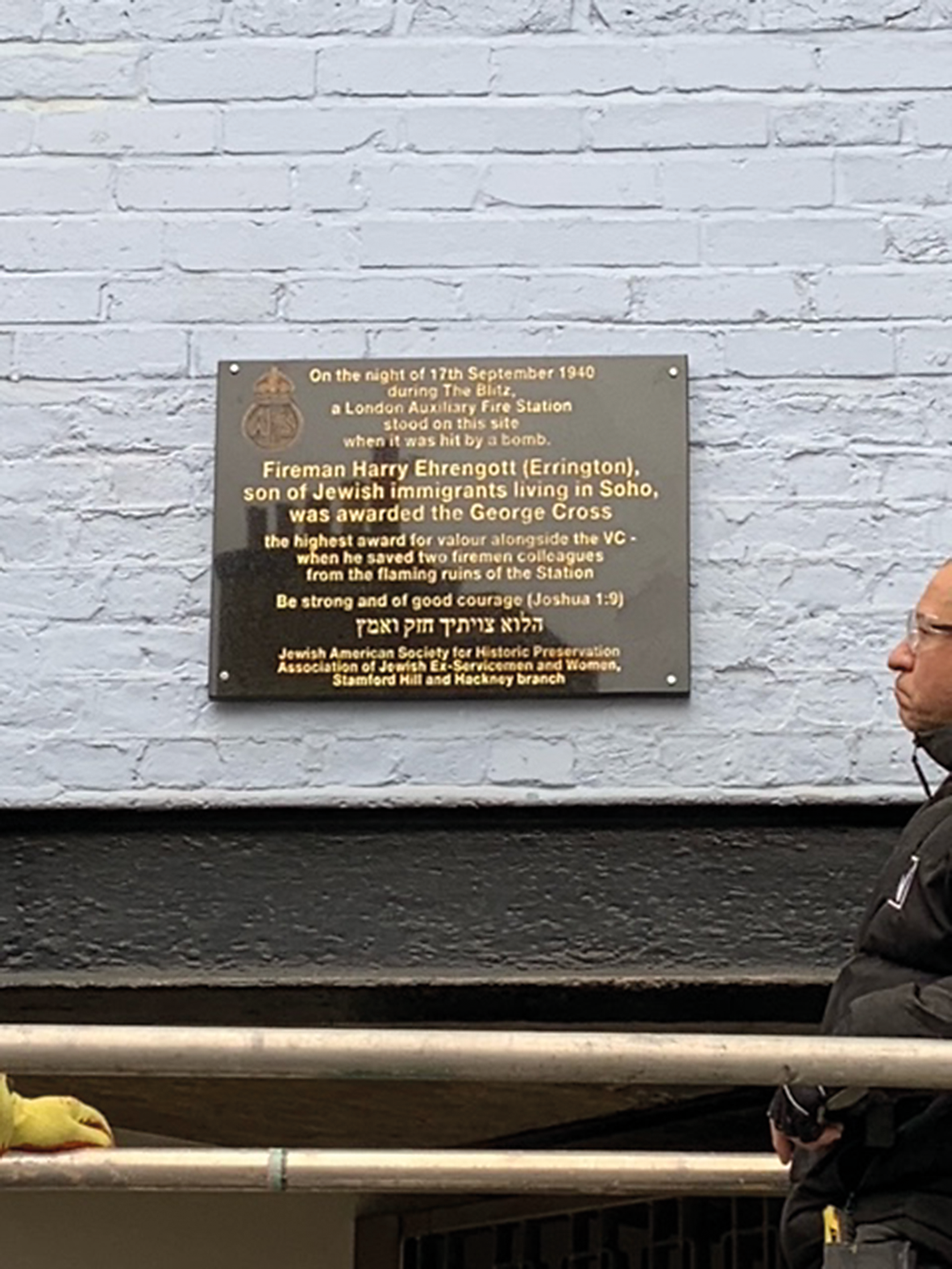 Image courtesy of Martin Sugarman, AJEX Archivist. The Errington plaque was funded and organised by Jerry Klinger of the Jewish American Society for Historic Preservation, Martin Sugarman of Stamford Hill and the Hackney branch of AJEX, of which Harry Errington was a member.